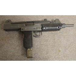 Pistolet mitrailleur UZI...